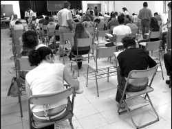 La oposición capitalina critica la iniciativa del Ayuntamiento para crear academias contra el analfabetismo