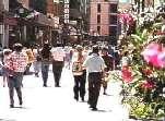 Triana se convertirá en centro comercial abierto, como pide la Asociación de Empresarios