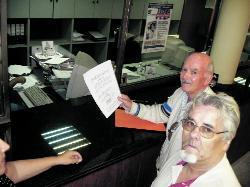 Los vecinos que se manifestaron contra la corrupción en Telde piden mejor trato y devuelven el plante al Alcalde Valido