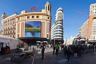 Promoción grancanaria en la plaza de Callao de Madrid