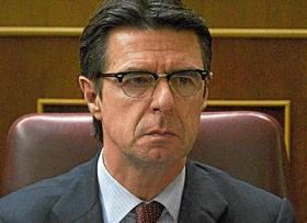 """""""Soria demuestra que no sólo es un mal ministro, sino también un mal canario"""""""