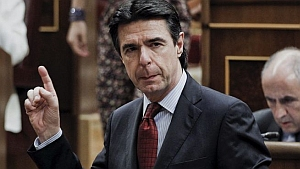 El pleno del Cabildo tinerfeño solicita al gobierno de España 250 millones de euros más, mientras que el de Gran Canaria permanece en silencio