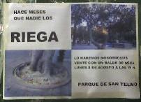 Los Verdes riegan los árboles del Parque de San Telmo en protesta por el abandono municipal