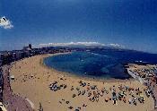 Vecinos de Las Canteras acusan al Ayuntamiento de autorizar ´otro mamotreto´ delante de Playa Chica
