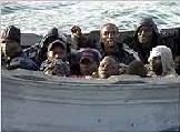 Continúa la invasión : una patera con 20 magrebíes arriba a la playa de Maspalomas